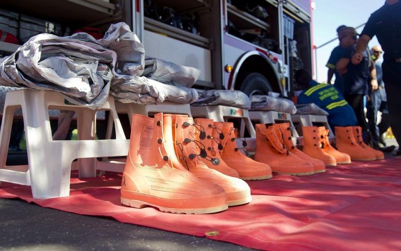 alat-keselamatan-kerja-Sepatu-Pengaman-(Safety-Shoes)