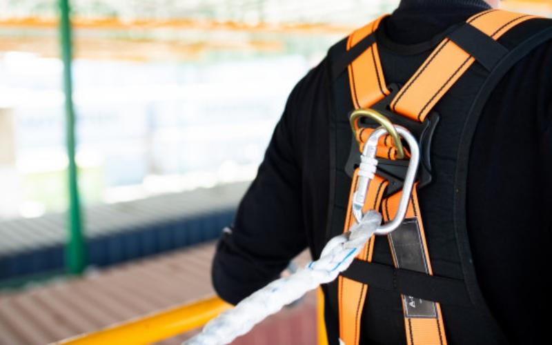 alat keselamatan kerja-Tali Pengaman (Safety Harness)