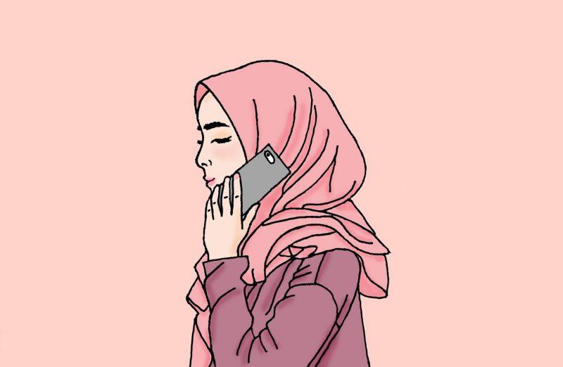 muslimah sedang berbicara di telephon