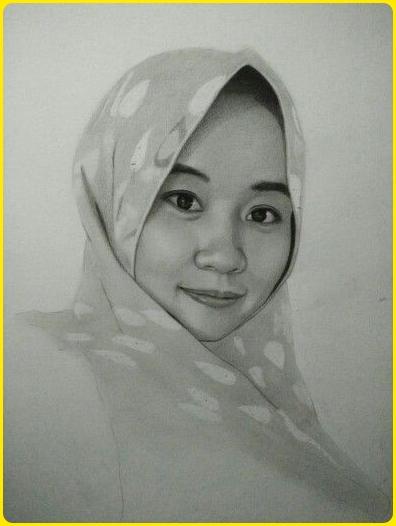 sketsa wajah wanita tersenyum