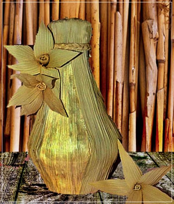 Kerajinan Vas Bunga Kulit Jagung